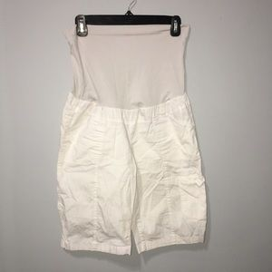 MATERNITY small white cargo shorts with pockets